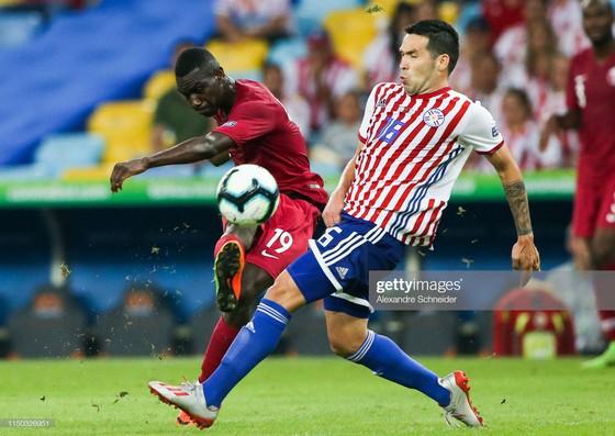 """Almoez Ali và cú dứt điểm """"mở toang"""" lưới tuyển Paraguay"""