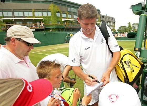 """Novak """"không phải Djokovic"""" kể về lần đầu tiên của Federer ở Wimbledon, hồi 20 năm trước ảnh 1"""