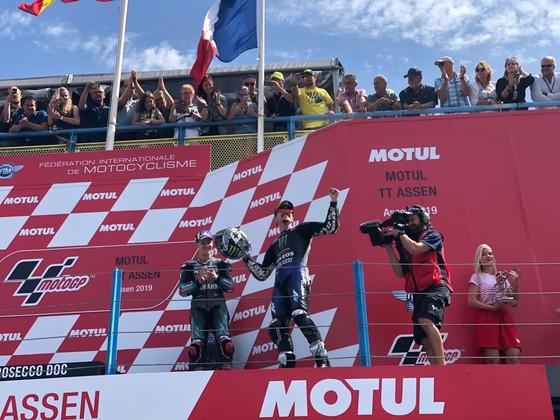 Đua xe mô tô: Đánh bại Marquez ngoạn mục, Vinales giành chiến thắng đầu tay ảnh 2