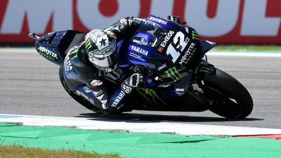 Đua xe mô tô: Đánh bại Marquez ngoạn mục, Vinales giành chiến thắng đầu tay ảnh 1