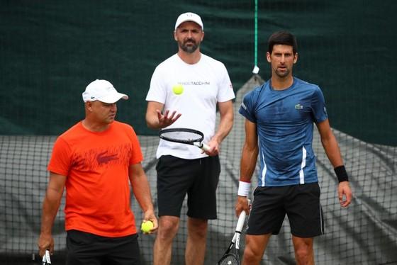 Djokovic bên cạnh 2 vị sư phụ của mình