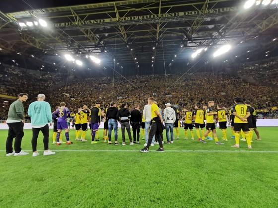 Borussia Dortmund ăn mừng Siêu cúp nước Đức sau khi đánh bại Bayern ảnh 1