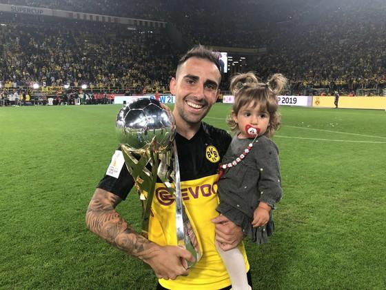 Borussia Dortmund ăn mừng Siêu cúp nước Đức sau khi đánh bại Bayern ảnh 4