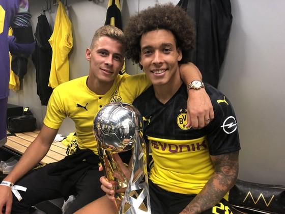 Borussia Dortmund ăn mừng Siêu cúp nước Đức sau khi đánh bại Bayern ảnh 8