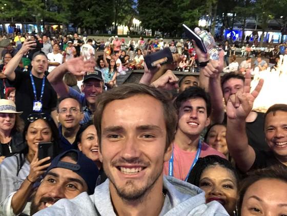 """US Open: Dimitrov bất ngờ loại Federer, sẽ đấu với """"Kẻ thù của nước Mỹ"""" - Medvedev ở bán kết ảnh 4"""