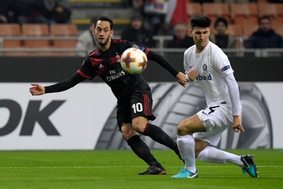 Europa League: Arsenal thua, Milan chạm đích ảnh 1