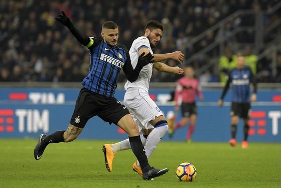 Tiền đạo Mauro Icardi (trái, Inter) sẽ tung lưới Cagliari. Ảnh: Getty Images.