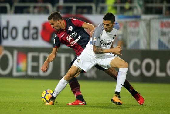 Serie A: Icardi ghi cú đúp, đưa Inter lên đầu bảng ảnh 1