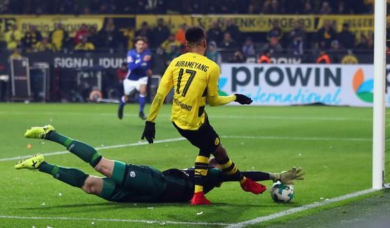 """Bundesliga: Dormund lại """"đột quỵ"""", Heynckes thua trận đầu ảnh 2"""