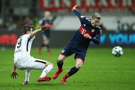 """Bundesliga: """"Hùm xám"""" vô địch mùa đông ảnh 2"""