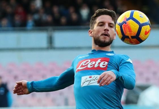 Dries Mertens ghi bàn thu ngắn cách biệt cho Napoli. Ảnh: Getty Images.