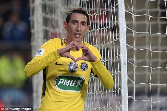 Angel Di Maria ăn mừng cú đúp vào lưới Rennes. Ảnh: Getty Images.