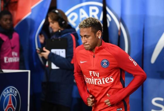 Bản hợp đồng kỷ lục của Neymar lại bị nghi ngờ. Ảnh: Getty Images.