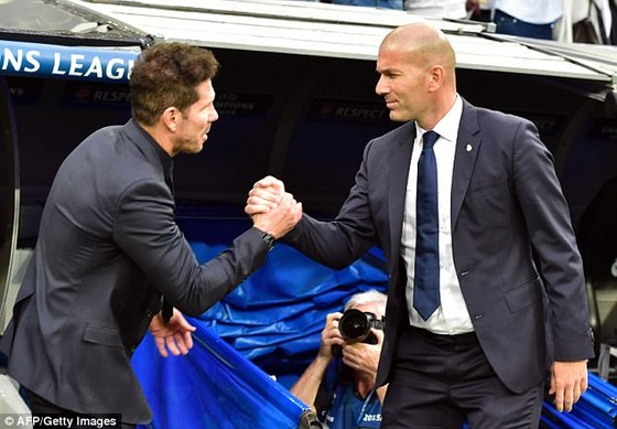 Zinedine Zidane (phải, Real Madrid) sẽ tranh ngôi á quân với Diego Simeone (Atletico Madfrid)