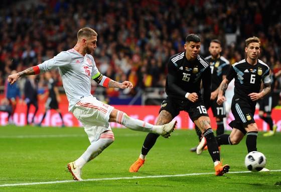 Vùi dập Argentina, Tây Ban Nha có thực sự là ứng viên World Cup ảnh 1