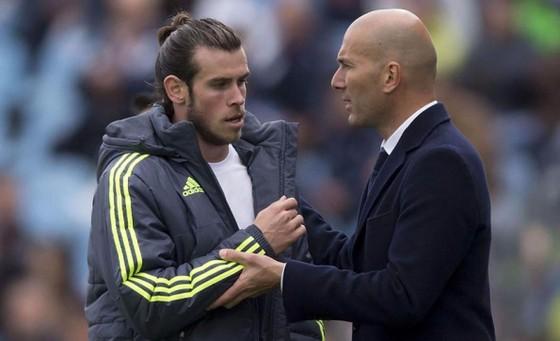 Gareth Bale và HLV Zinedine Zidane.