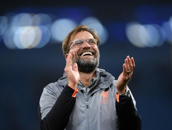 Klopp đã nói gì với cầu thủ Liverpool trong giờ giải lao ở Manchester City ảnh 1