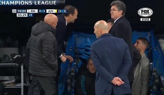 Trung vệ Real Madrid Ramos sẽ bị treo giò trận bán kết ảnh 1
