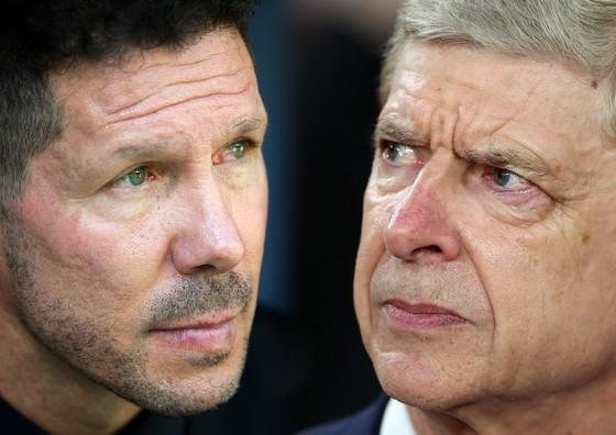 HLV Diego Simeone (Atletico) và Arsene Wenger (Arsenal)