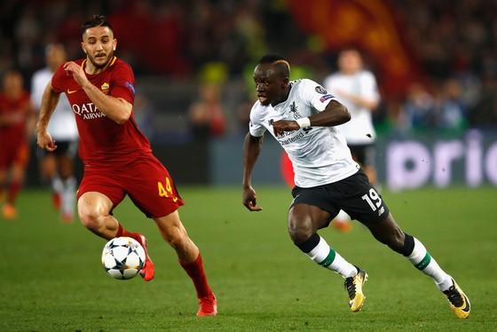 Sadio Mane (phải, Liverpool) trong trận lượt về ở Olimpico.