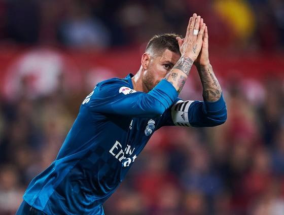 Sergio Ramos vẫn luôn lao vào những cuộc khẩu chiến với Barcelona.