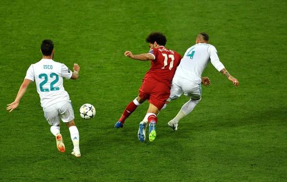 Sốc khi Ramos bị kiện 1 tỷ Euro vì gây thương tích cho Salah ảnh 2