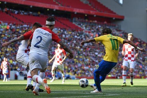 Neymar nhảy điệu samba trên sân Anfield ảnh 3