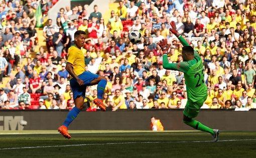 Neymar nhảy điệu samba trên sân Anfield ảnh 9