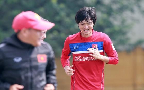 U22 Việt Nam tích cực tập luyện chuẩn bị cho SEA Games 2017 ảnh 3
