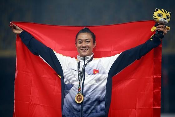 Tú Chinh là một trong những VĐV đạt kết quả tốt tại SEA Games vừa qua và được nhận nhiều thưởng. Ảnh: NGỌC HẢI