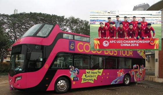 Xe buýt đã có mặt tại trụ sở VFF. Nguồn: THIÊN HOÀNG