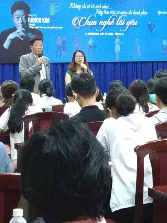 """Giáo sư Hàn Quốc khuyên sinh viên """"Chọn nghề bạn yêu, yêu nghề bạn chọn"""" ảnh 1"""