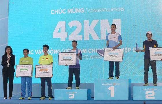 Giải Marathon TPHCM 2018: VĐV Nhật Bản Kimura Mitsunobu chiến thắng cự li 42km  ảnh 1