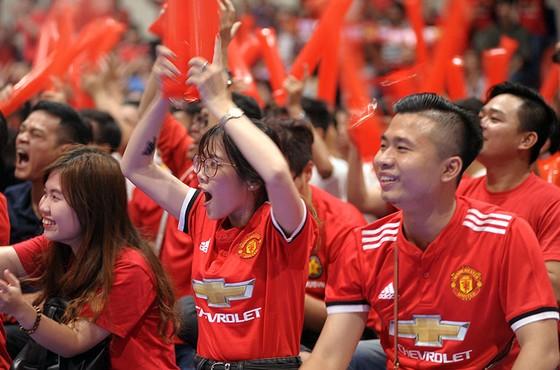 """Trận MU – Liverpool 2-1: Fan MU tại HCM nhảy múa ăn mừng chiến thắng """"Quỷ đỏ"""" ảnh 2"""