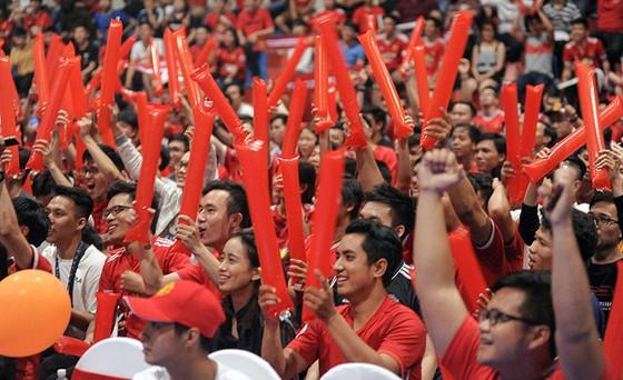 """Trận MU – Liverpool 2-1: Fan MU tại HCM nhảy múa ăn mừng chiến thắng """"Quỷ đỏ"""" ảnh 4"""