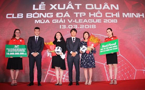 CLB TPHCM xuất quân dự Nuti Cafe V-League 2018: Tự tin sẽ lọt vào tốp 3 ảnh 1