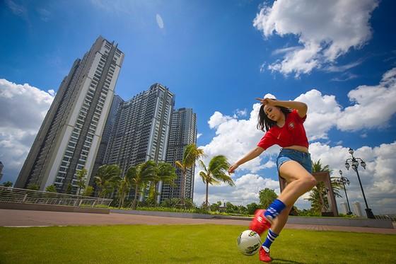 Hot girl Khoa quản trị kinh doanh đặt niềm tin vào Ronaldo ảnh 2