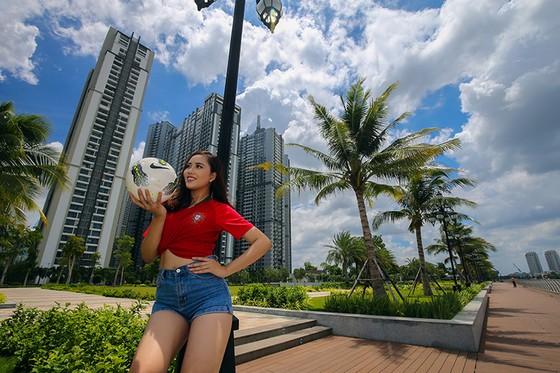 Hot girl Khoa quản trị kinh doanh đặt niềm tin vào Ronaldo ảnh 4