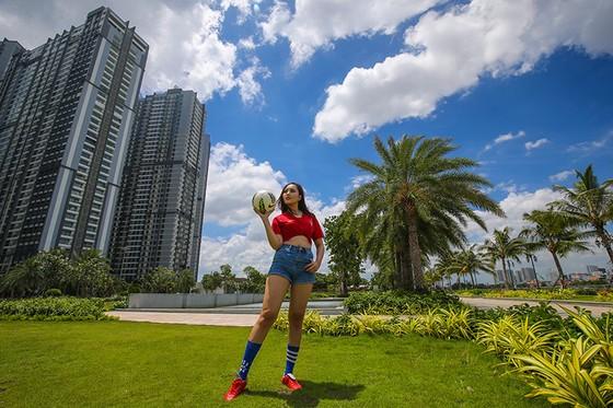 Hot girl Khoa quản trị kinh doanh đặt niềm tin vào Ronaldo ảnh 3