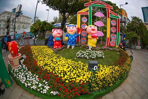 Đường hoa Nguyễn Huệ năm 2019 nhìn từ trên cao ảnh 9