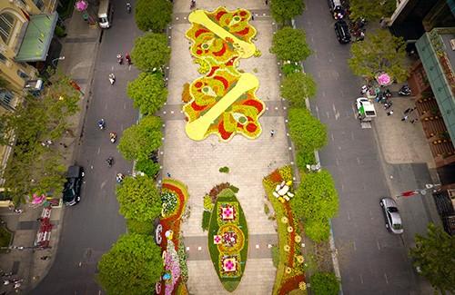 Đường hoa Nguyễn Huệ năm 2019 nhìn từ trên cao ảnh 1