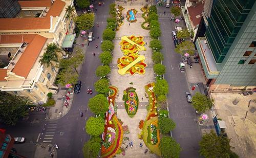 Đường hoa Nguyễn Huệ năm 2019 nhìn từ trên cao ảnh 5