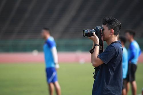 Phóng viên Indonesia do thám tuyển U22 Việt Nam tập trước trận bán kết ảnh 2