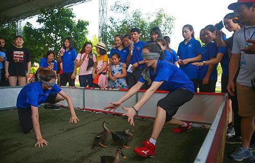 Khoảnh khắc thư giãn của các cô gái bóng chuyền cùng trò chơi dân gian Việt Nam ảnh 6