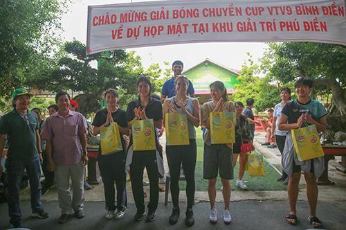 Khoảnh khắc thư giãn của các cô gái bóng chuyền cùng trò chơi dân gian Việt Nam ảnh 9