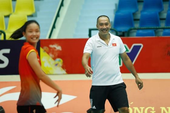 Đội tuyển nữ Việt Nam thoải mái tinh thần trước VTV Cup 2019 ảnh 1