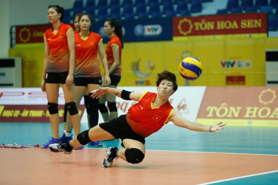 Đội tuyển nữ Việt Nam thoải mái tinh thần trước VTV Cup 2019 ảnh 9