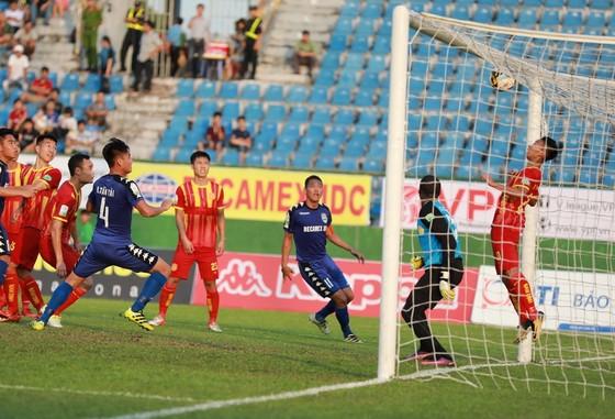 Thắng Nam Định 2-1, B.Bình Dương nhẹ nhàng lên ngôi đầu bảng ảnh 1