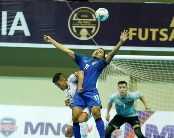 Thái Lan (áo xanh) xứng đáng giành ngôi đầu bảng. Ảnh: ĐỘC LẬP
