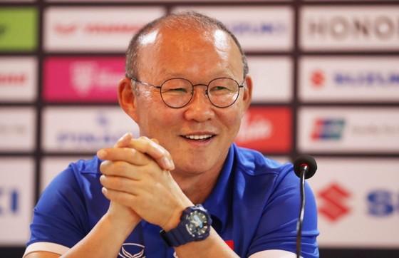 HLV Park Hang-seo tại buổi họp báo. Ảnh: MINH HOÀNG